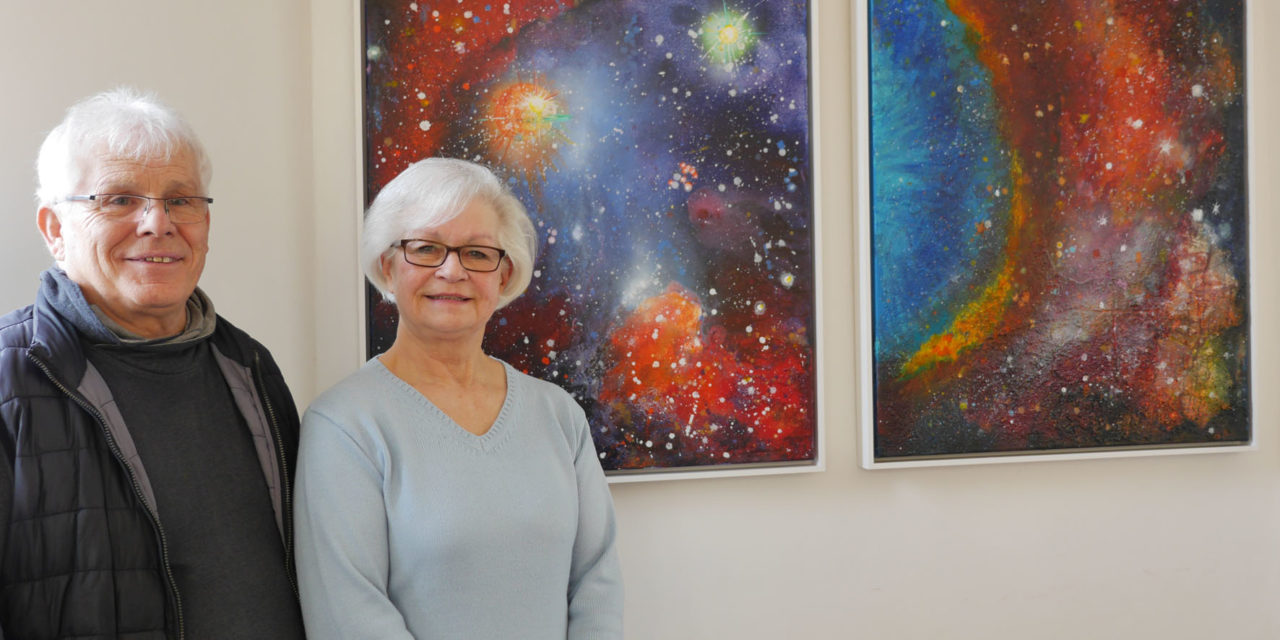 Cosmos – Farbexplosionen im All: Acrylbilder und Collagen von Brigitte Zimmerer und Gerhard Postler